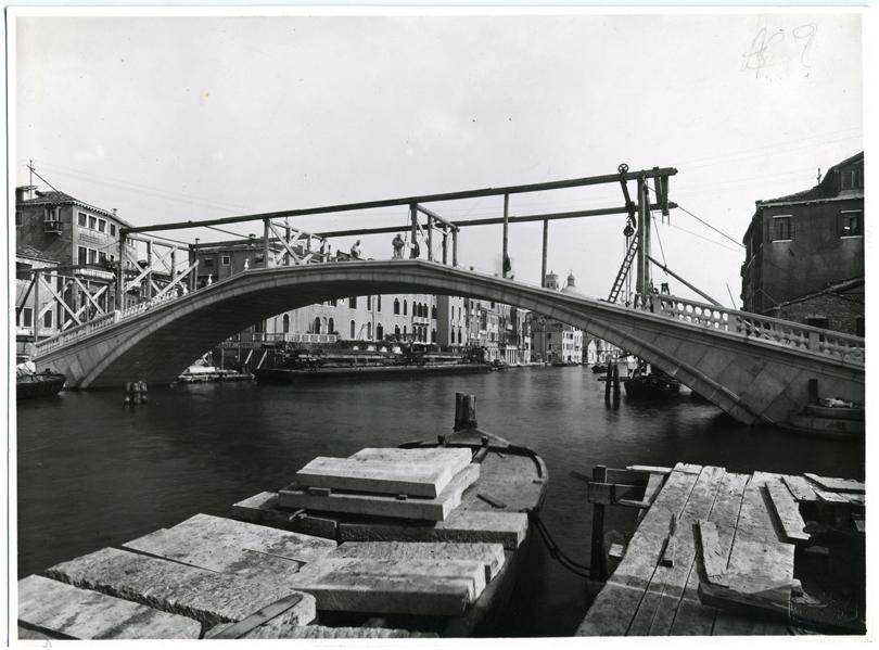 L'ingenere con una visione di venezia