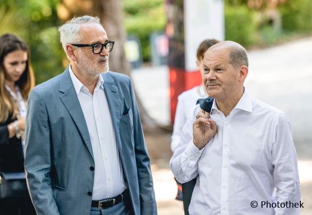 Olaf Scholz besucht die Biennale